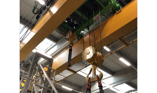 A new travel carriage with an ASF 7 as main and an SHF 6 as auxiliary hoist was installed on the existing double girder overhead travelling crane.